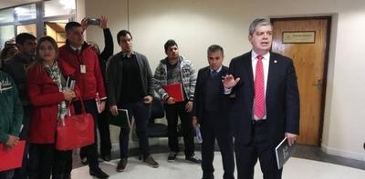 HOY / Despido de docentes de alumnos  discapacitados: Riera acusa la  'torpeza inoportuna' de Petta