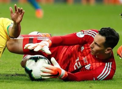 Júnior Fernández destaca como la figura ante Brasil