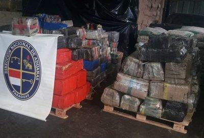 Decomisan camión cisterna con aproximadamente 4.400 kilos de marihuana