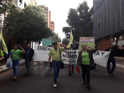 Docentes protestan contra la gestión del ministro Petta