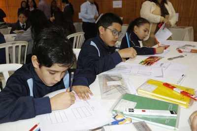 Estudiantes verifican calidad de los útiles que utilizarán el próximo año