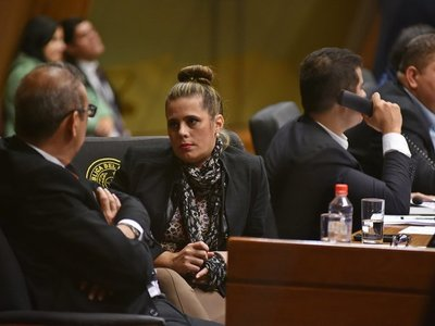 Piden pérdida de investidura de Kattya González