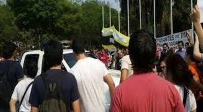 Alumnos provocan disturbios en el Rectora de la UNA