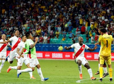 Perú alcanza las semifinales, Uruguay se queda fuera