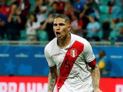 Guerrero le gana el duelo a Suárez y su anhelo de máximo goleador sigue vivo