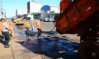 Bachean calles en Ciudad del Este