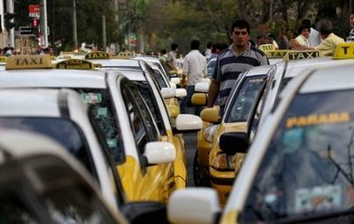 """Taxistas exigen regulación de Ubers: """"Queremos una competencia leal"""""""