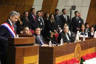 Abdo Benítez da primer informe ante Congreso y destaca la salud y educación