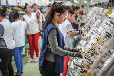 Ejecutivo dispone reajuste salarial del 3,8% para el sector privado