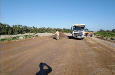 Iniciaron carga para el primer metro cuadrado de asfalto de la ruta Bioceánica