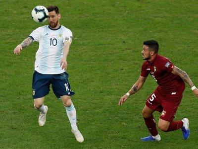 Tite baña en elogios a Leo Messi