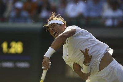 Nadal y Federer avanzan en Wimbledon