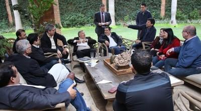 Senadores y diputados de Honor Colorado se reúnen con Cartes