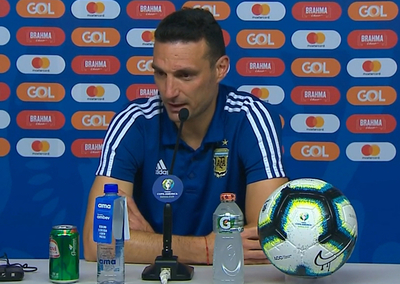 Lionel Scaloni alabó la entrega de su equipo y criticó al arbitraje