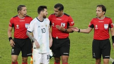 """HOY / Messi, muy crítico con el arbitraje: """"Brasil maneja mucho en la Conmebol"""""""