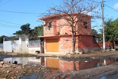 Río desciende y deja calles en pésimo estado en el Bañado Sur