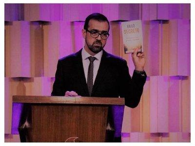 Pastor acusa a los gays de corromper a niños