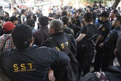 SST pacta con un grupo de guardias el cobro de liquidación