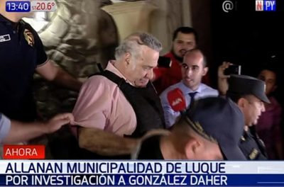 Tras pistas de González Daher, allanan municipalidad