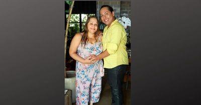 Madre y abuela a la vez: mujer dará a luz a su nieto para cumplir sueño de su hijo gay