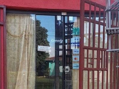 HOY / Ladrones vaciaron nueva tienda de ropas: pérdida ronda los G. 50 millones