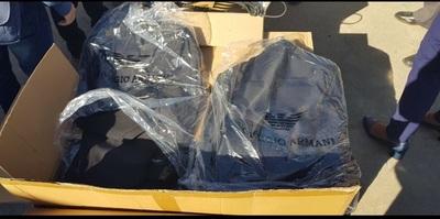 Aduanas confiscó ropas y accesorios para celulares del Puerto Fénix