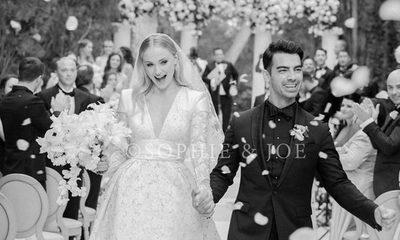 Joe Jonas y Sophie Turner compartieron la primera foto oficial de su boda
