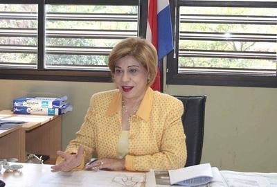 HOY / Ministra de Corte no quiere compartir ascensor con gente  común, acusan a la 'soberbia'