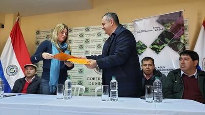 Gobernación de Misiones y Municipalidad de Ayolas firman convenio con INFONA