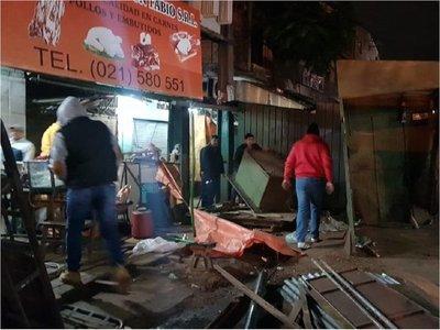 Desalojan a vendedores en el Mercado de San Lorenzo