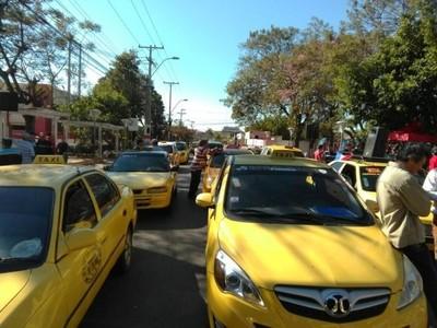 Taxistas lamentan decisión de intendente de MRA