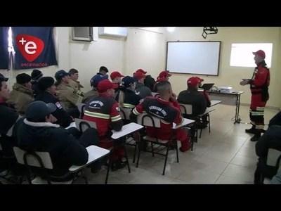 BOMBEROS SE CAPACITAN EN RESCATE CON CUERDAS