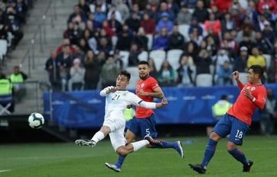 Argentina gana con polémica de árbitro paraguayo