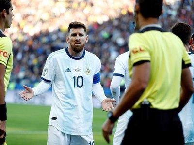 Messi prende fuego a la Conmebol tras la tarjeta roja de Díaz de Vivar