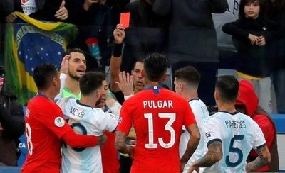 HOY / Messi dispara y la Confederación se pronuncia