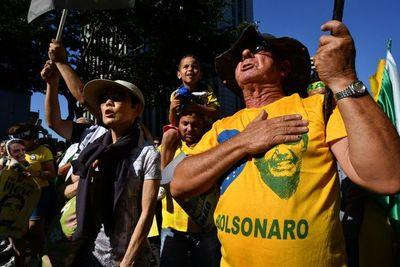 La camiseta Canarinha de Brasil dejó de ser símbolo de unidad
