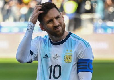 Messi a lo Maradona despierta polémica