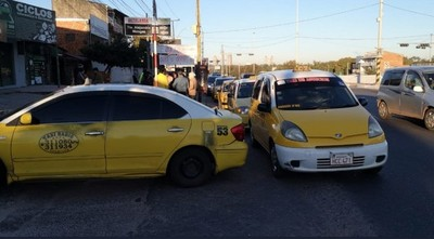 Taxistas niegan monopolio y aseguran que ya no tienen chatarras: hoy se movilizan