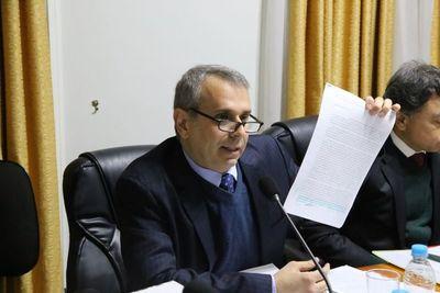 Cristian Kriskovich se defiende y es apoyado por el pleno del CM