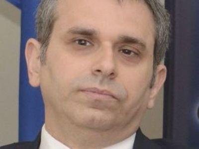Defensa de Whittingslow pide renuncia de Kriskovich