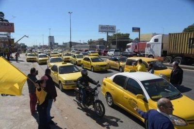 Taxistas acusan a Policía de haber bloqueado tránsito en Mariano Roque Alonso