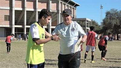 Ojeadores del Club Libertad buscan jóvenes talentos en Loma Plata