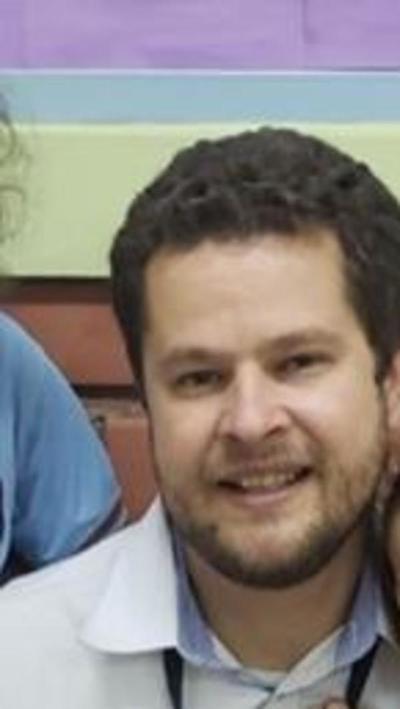 Grupo San Roque demanda a mujer por factura de médico que jamás habría atendido a paciente, ujier falseaba datos sobre notificación