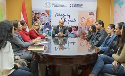 Padres de niños con fibrosis quística exigen ayuda al Ministro