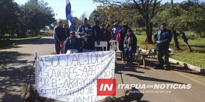 PESCADORES DE SAN COSME SE MANIFIESTAN ANTE FALTA DE RESPUESTA DE LA EBY.
