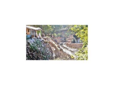 Muros y charlas para no polucionar  arroyos