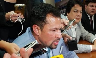 Ulises Quintana vuelve a Diputados y tirotea contra todos