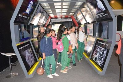 """Estudiantes """"visitan la Luna"""" en la EXPO"""