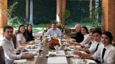 HOY / Padre Trento y HC comparten almuerzo por aniversario de la visita del Papa Francisco a Paraguay