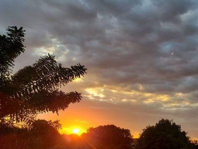 Pronostican un jueves caluroso y sin lluvias